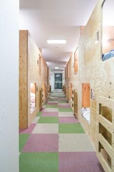 男女共同ドミトリー シングルベッド ホステル PAQ 徳島