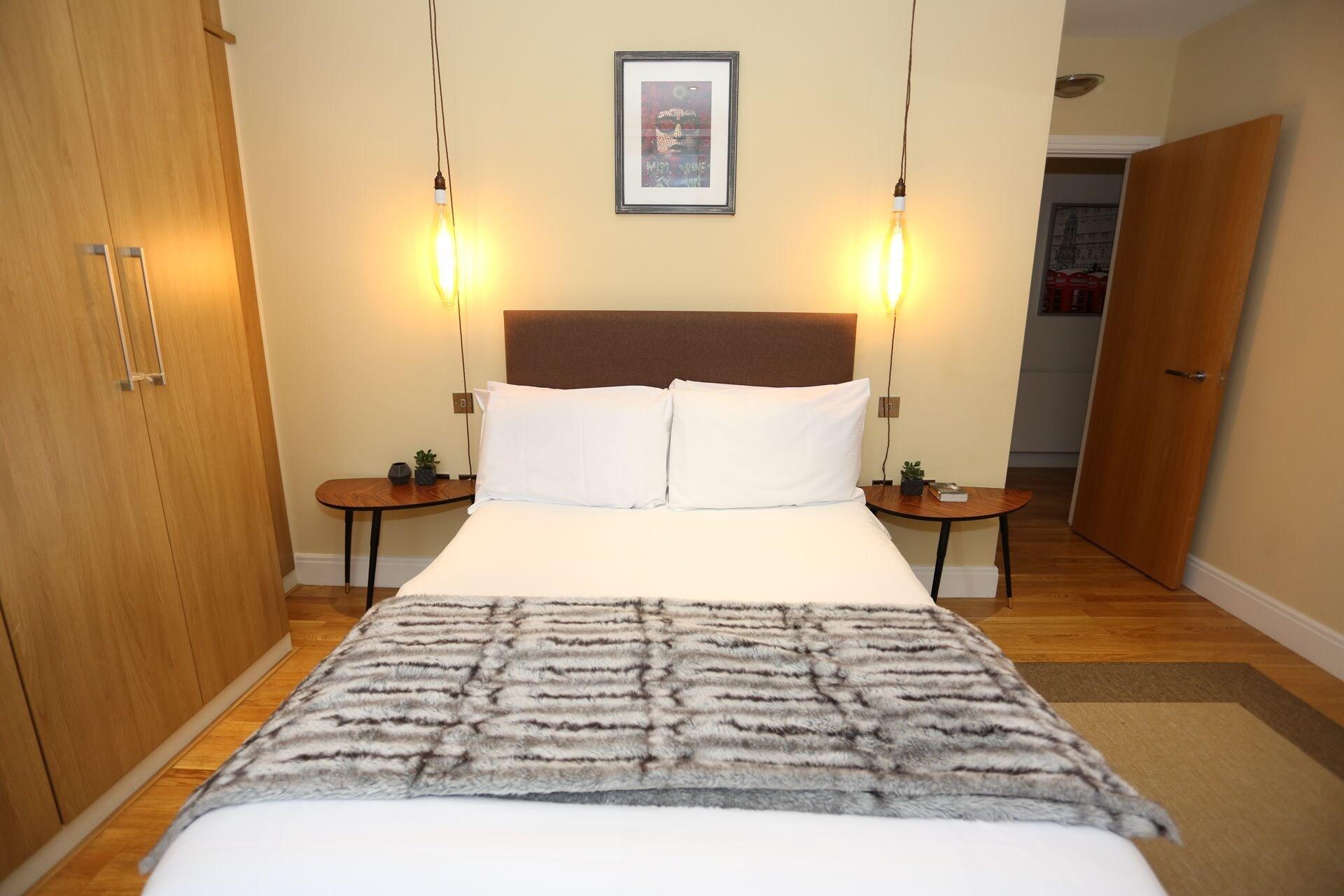 3 Beds/2 Baths Penthouse, London