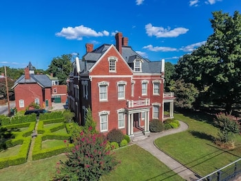 Wright Mansion - An Impressive Victorian Estate