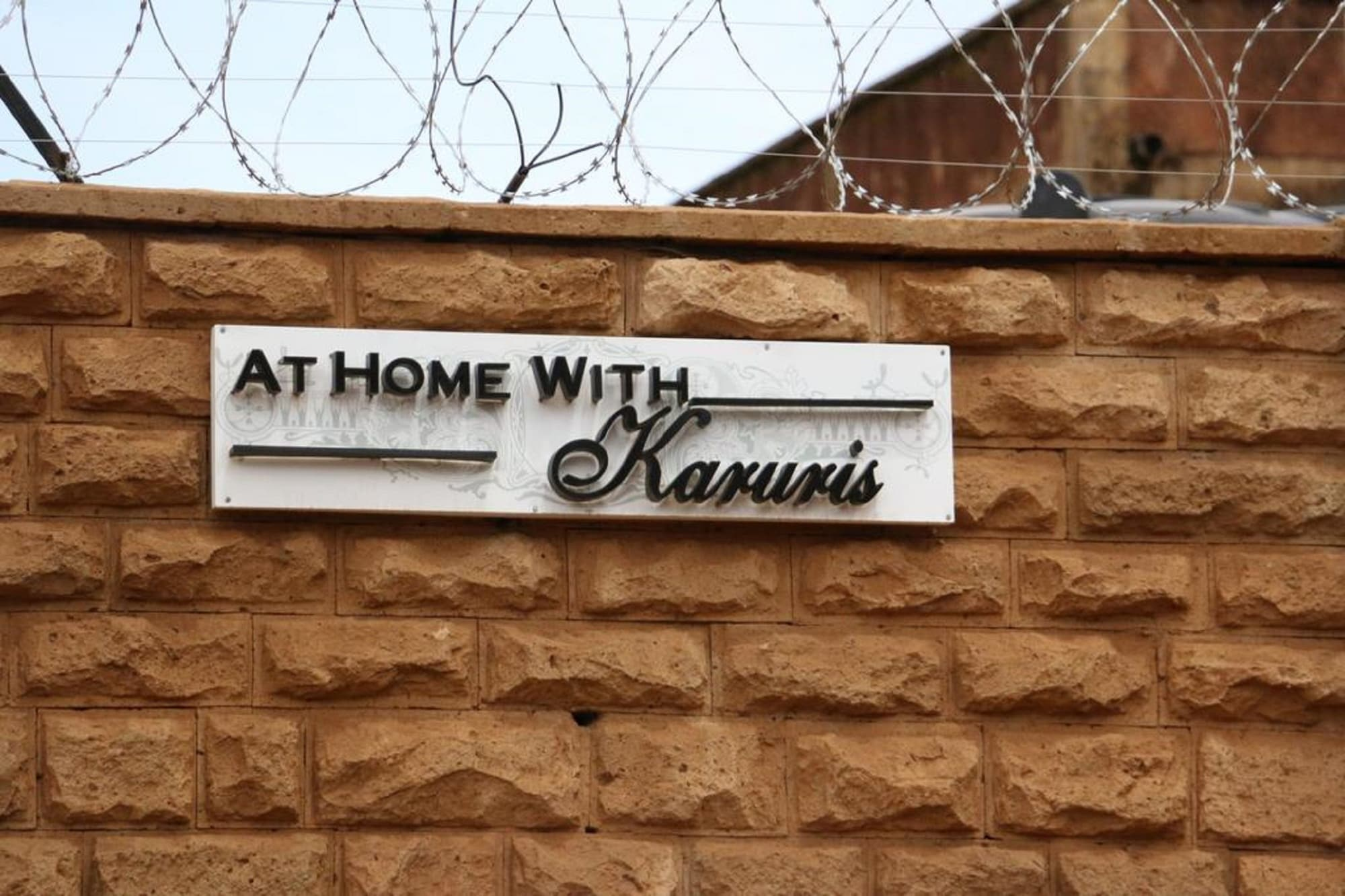 At Home With Karuris, Kapseret