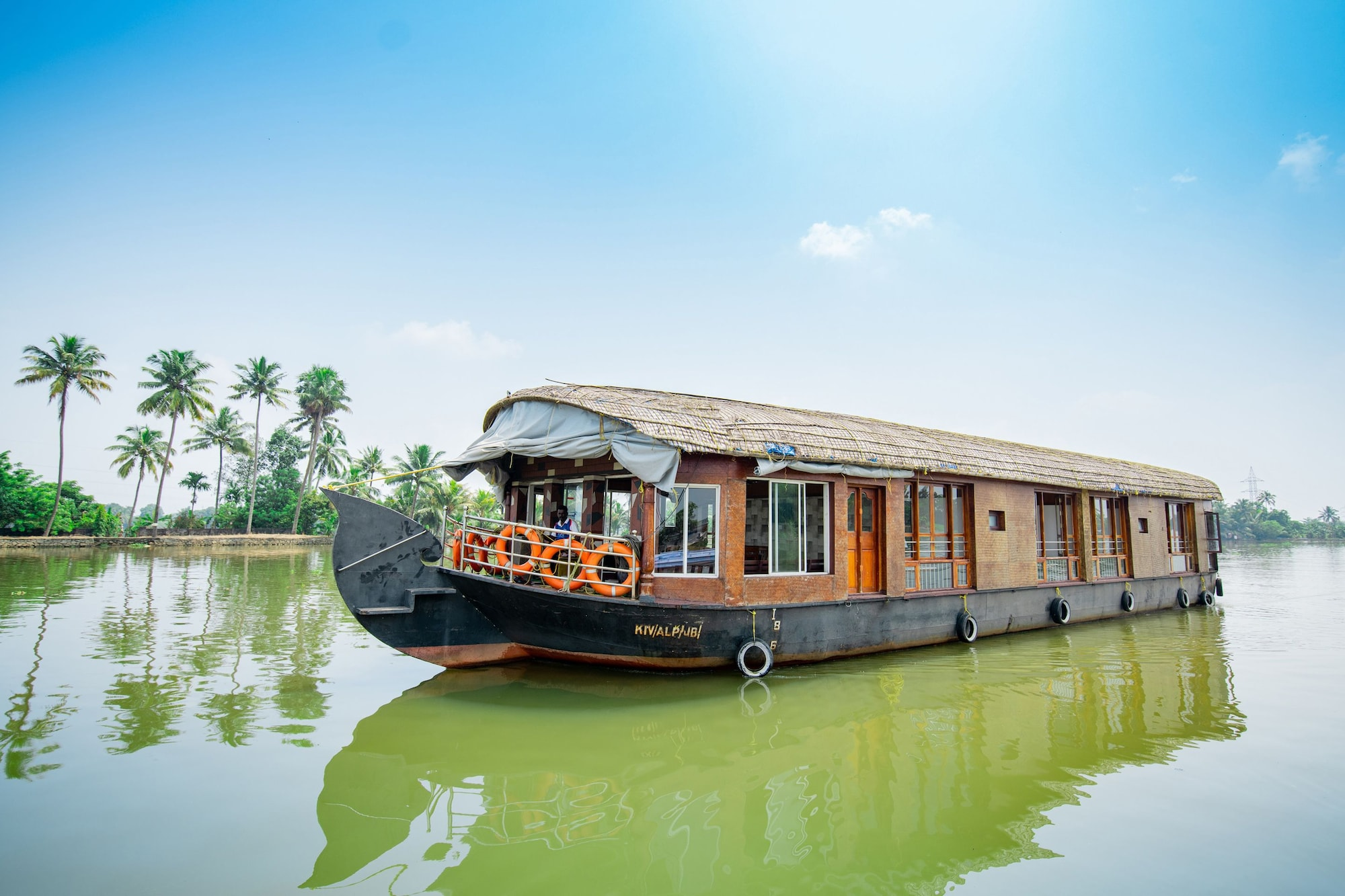 OYO 23210 KHBO Diamond Sharing Houseboat, Alappuzha