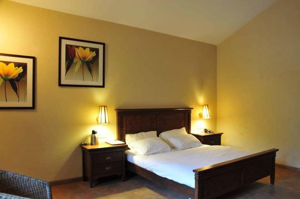 Sai Palace Hotel & Gardens Mira Road