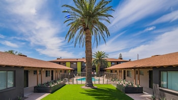Family Friendly Hotels Near Grand Canyon University In