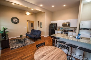 3br/2ba Remodeled Apartment Near Downtown