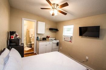 Remodeled Studio Near Downtown