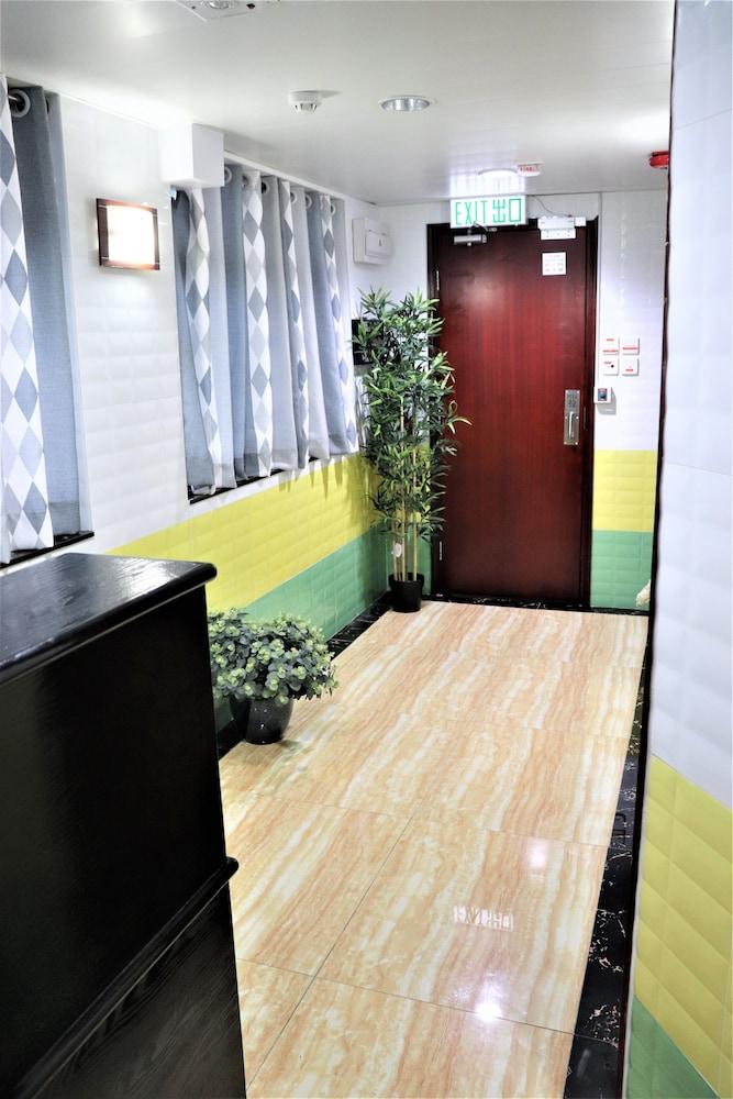 https://i.travelapi.com/hotels/37000000/36660000/36655000/36654993/75f80b3e_z.jpg