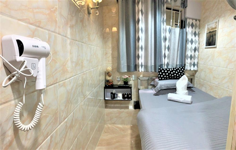 https://i.travelapi.com/hotels/37000000/36660000/36655000/36654993/d2722f16_z.jpg