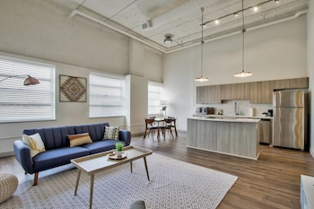 Old Town Lux Loft + New Building + Walk Score 76