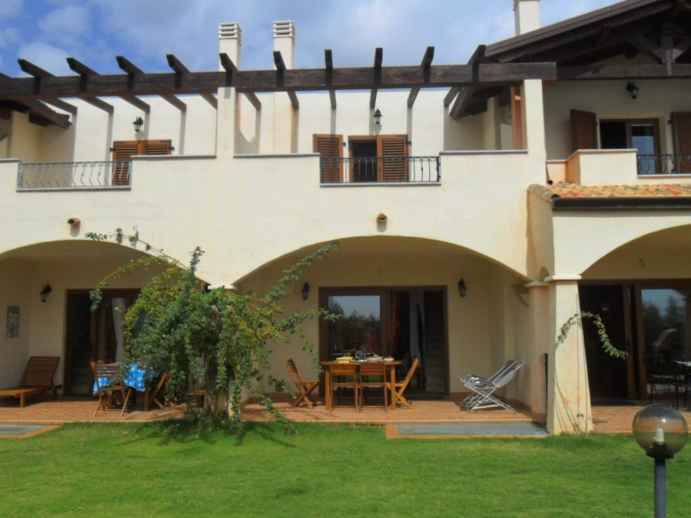 Villa With 4 Bedrooms in Chia, With Wonderful sea View, Furnished Garden and Wifi - 800 m From the B