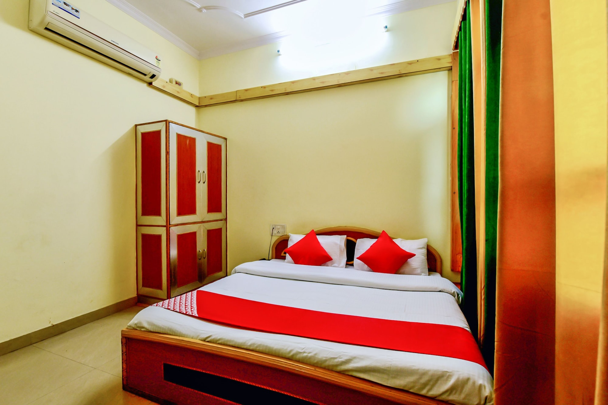 OYO 29302 Besillio Grand Hotel, Mandi
