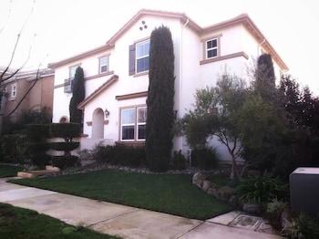 Luxury Custom Home in Oakdale Parkview