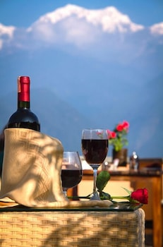 https://i.travelapi.com/hotels/37000000/36790000/36785000/36784934/dda2d183_b.jpg
