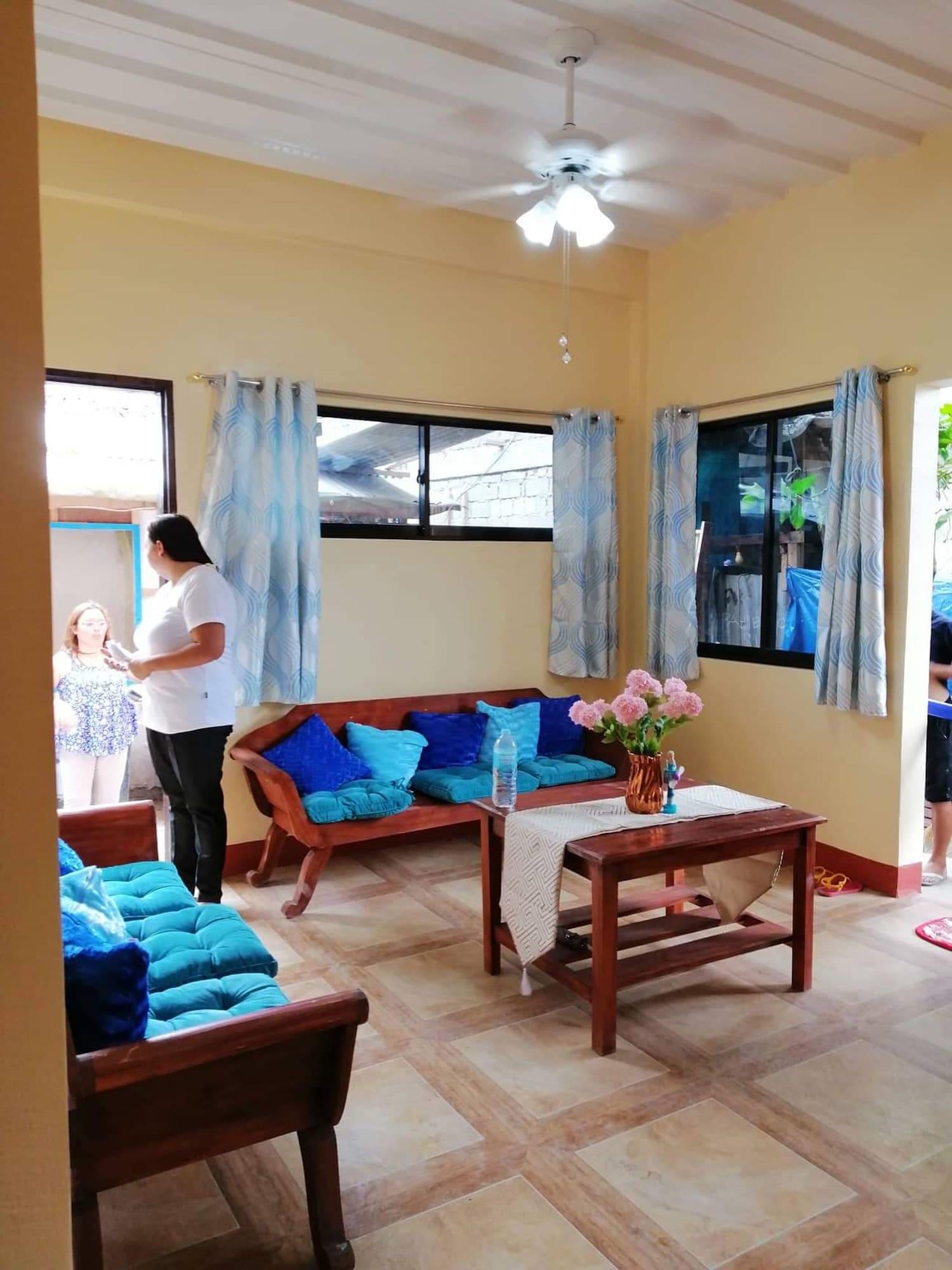 Yolly's Tourist Inn - Hostel, General Luna