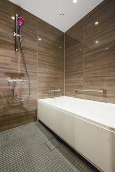 OSAKA EXCEL HOTEL TOKYU Bathroom Shower