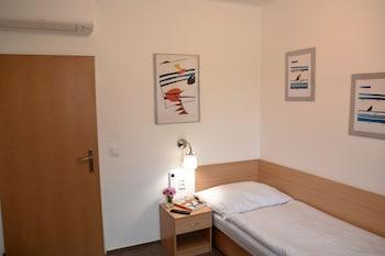 Single Room (7)