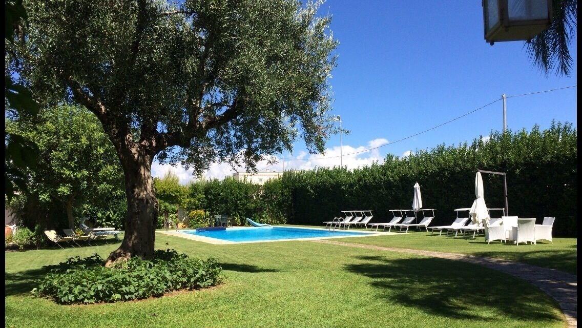 Villa D'Aquino, Lecce