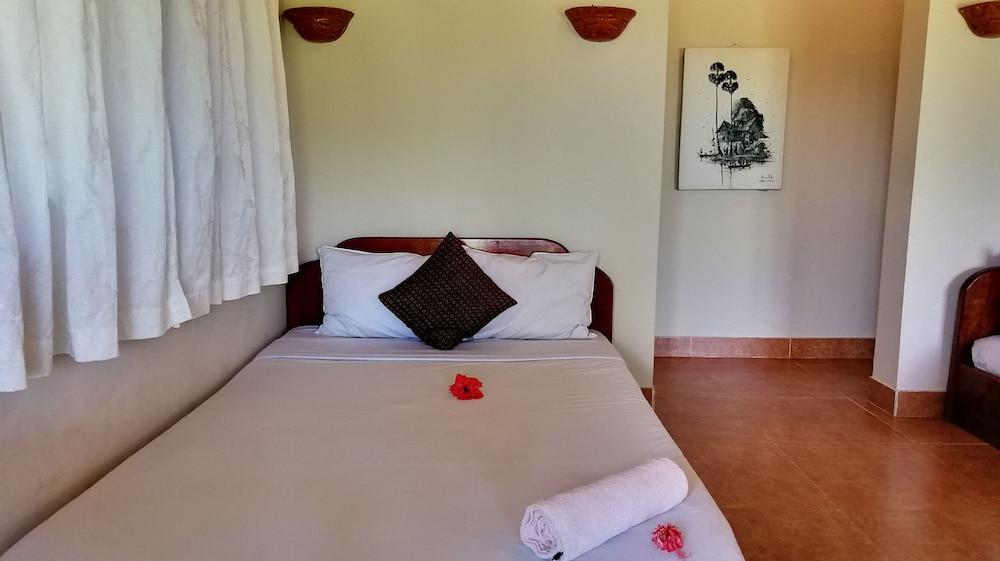 https://i.travelapi.com/hotels/37000000/36910000/36908000/36907970/0cfab448_z.jpg