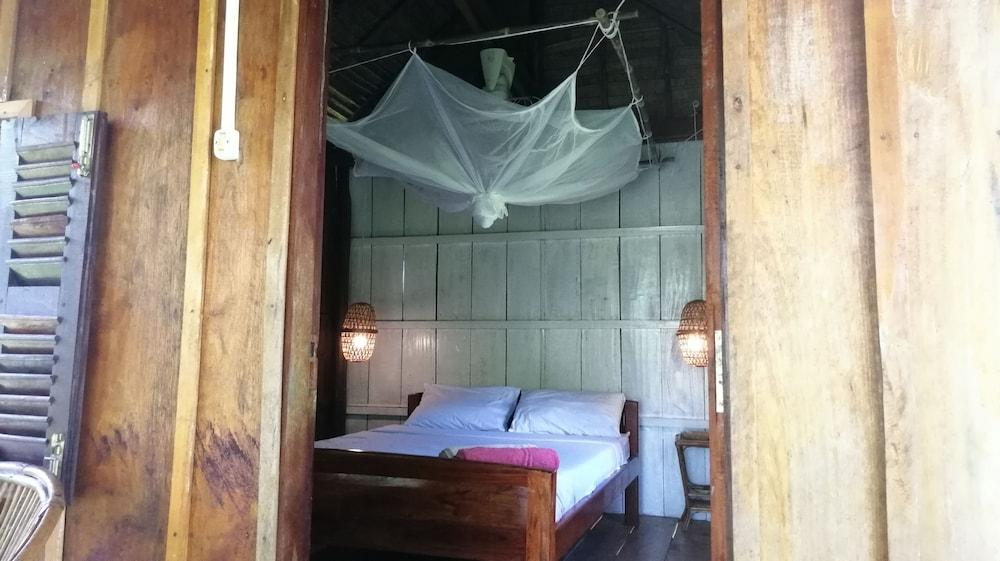 https://i.travelapi.com/hotels/37000000/36910000/36908000/36907970/7d9a434f_z.jpg