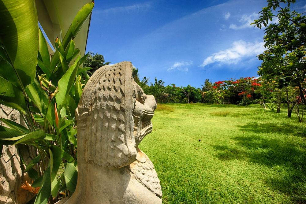 https://i.travelapi.com/hotels/37000000/36910000/36908000/36907970/9adf562d_z.jpg