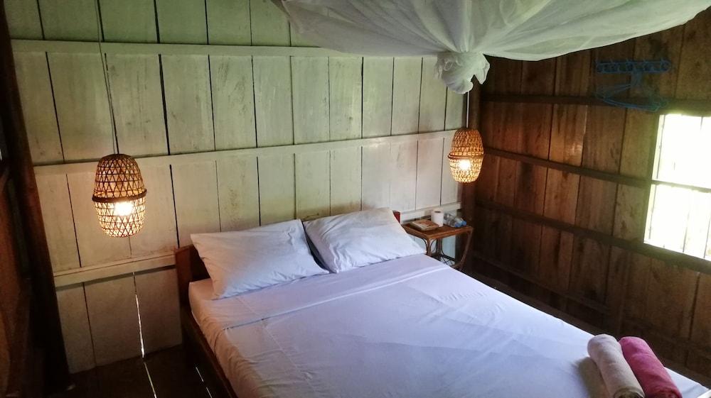 https://i.travelapi.com/hotels/37000000/36910000/36908000/36907970/b04e0d65_z.jpg