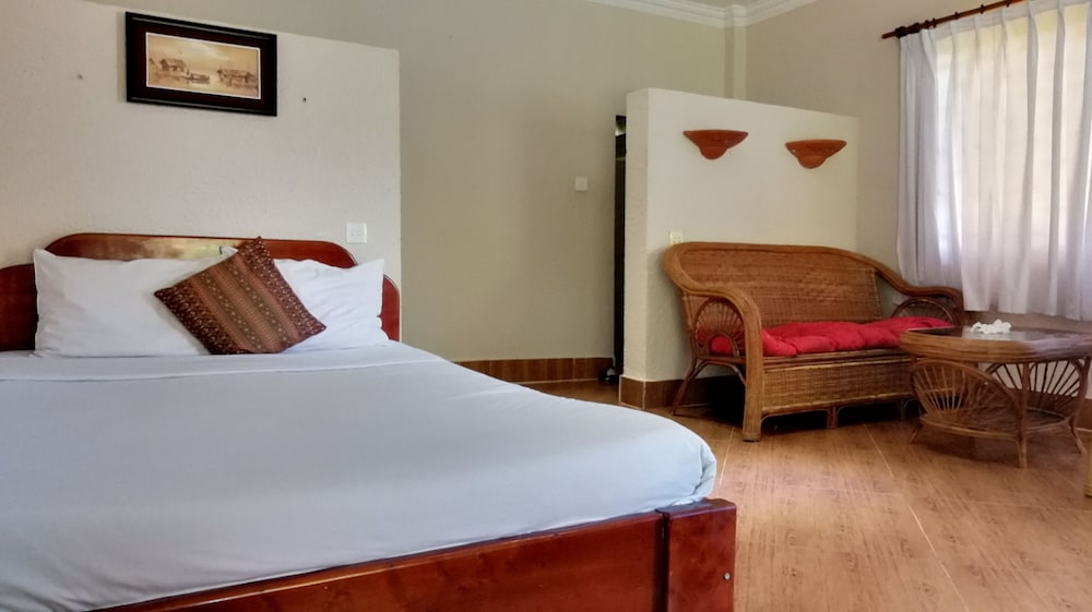 https://i.travelapi.com/hotels/37000000/36910000/36908000/36907970/fd4727fa_z.jpg