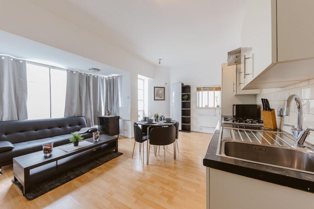 Marina Apartment Canary Wharf