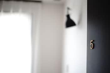 HOSTEL & POWDER ROOM CRANE - CATERS TO WOMEN Room