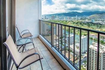Hotel - Waikiki Banyan - Mountain View Tower 2 Suite 3711