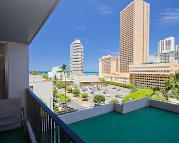 Hotel - Waikiki Banyan - Garden View Tower 1 Suite 712