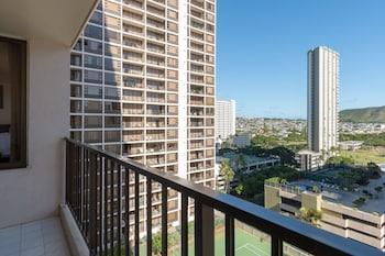 Hotel - Waikiki Banyan - Pool View Tower 1 Suite 1501