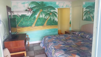 Basic Room, 1 King Bed