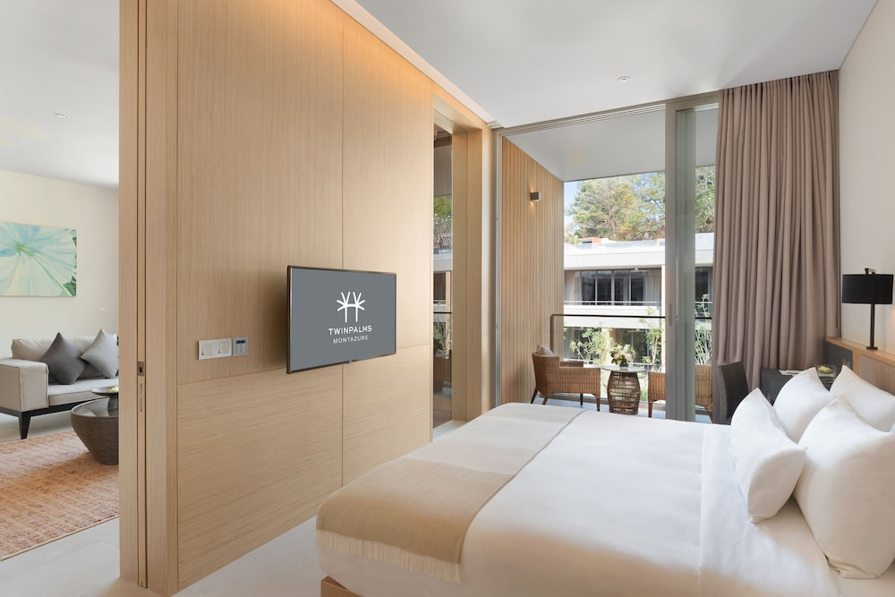 https://i.travelapi.com/hotels/38000000/37050000/37046700/37046663/d1c1e4a1_z.jpg