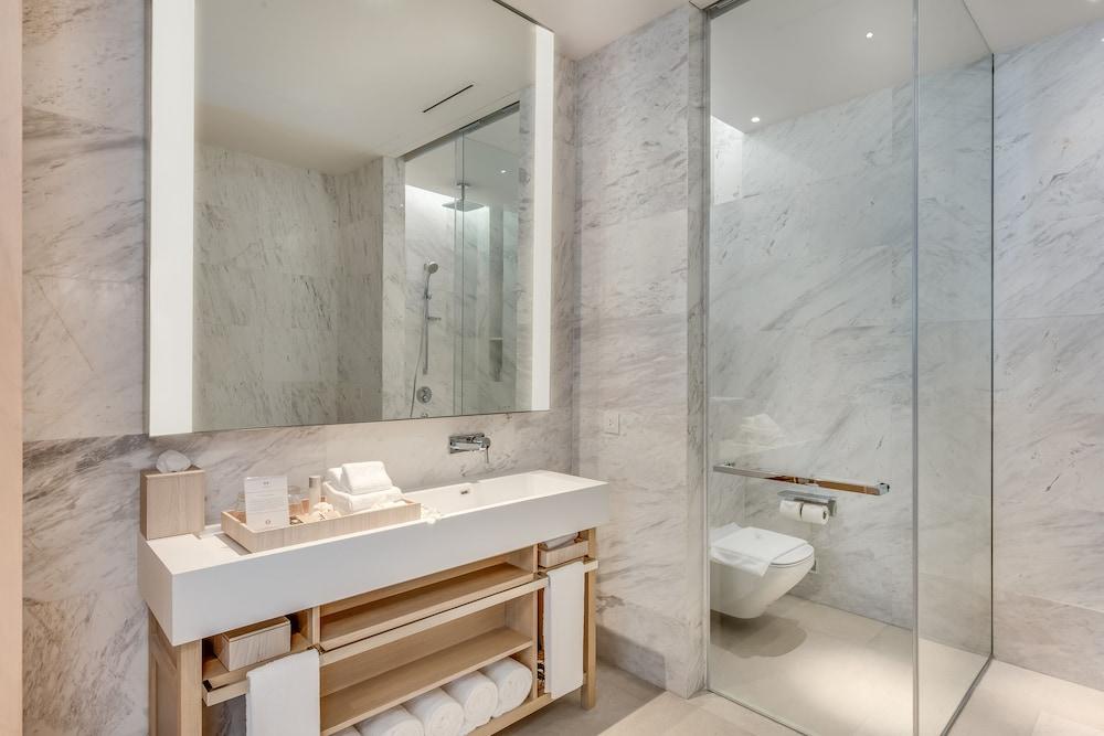 https://i.travelapi.com/hotels/38000000/37050000/37046700/37046663/f7528a1c_z.jpg