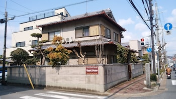 TAKAMA GUEST HOUSE - HOSTEL