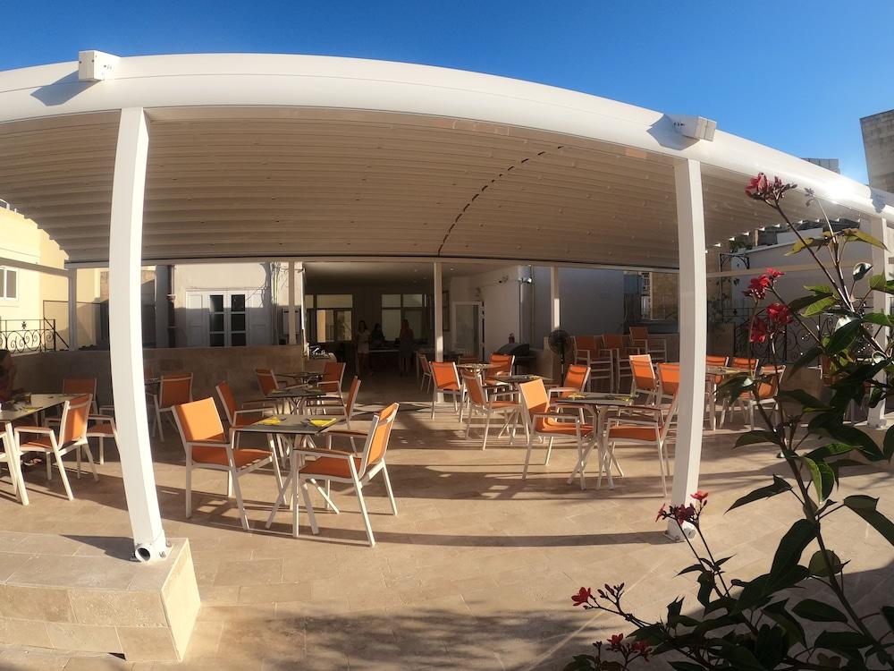 The Maltese Sun, Immagine fornita dalla struttura
