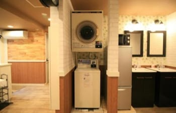 GUESTHOUSE KOBE SANNOMIYA - HOSTEL, CATERS TO WOMEN Laundry Room