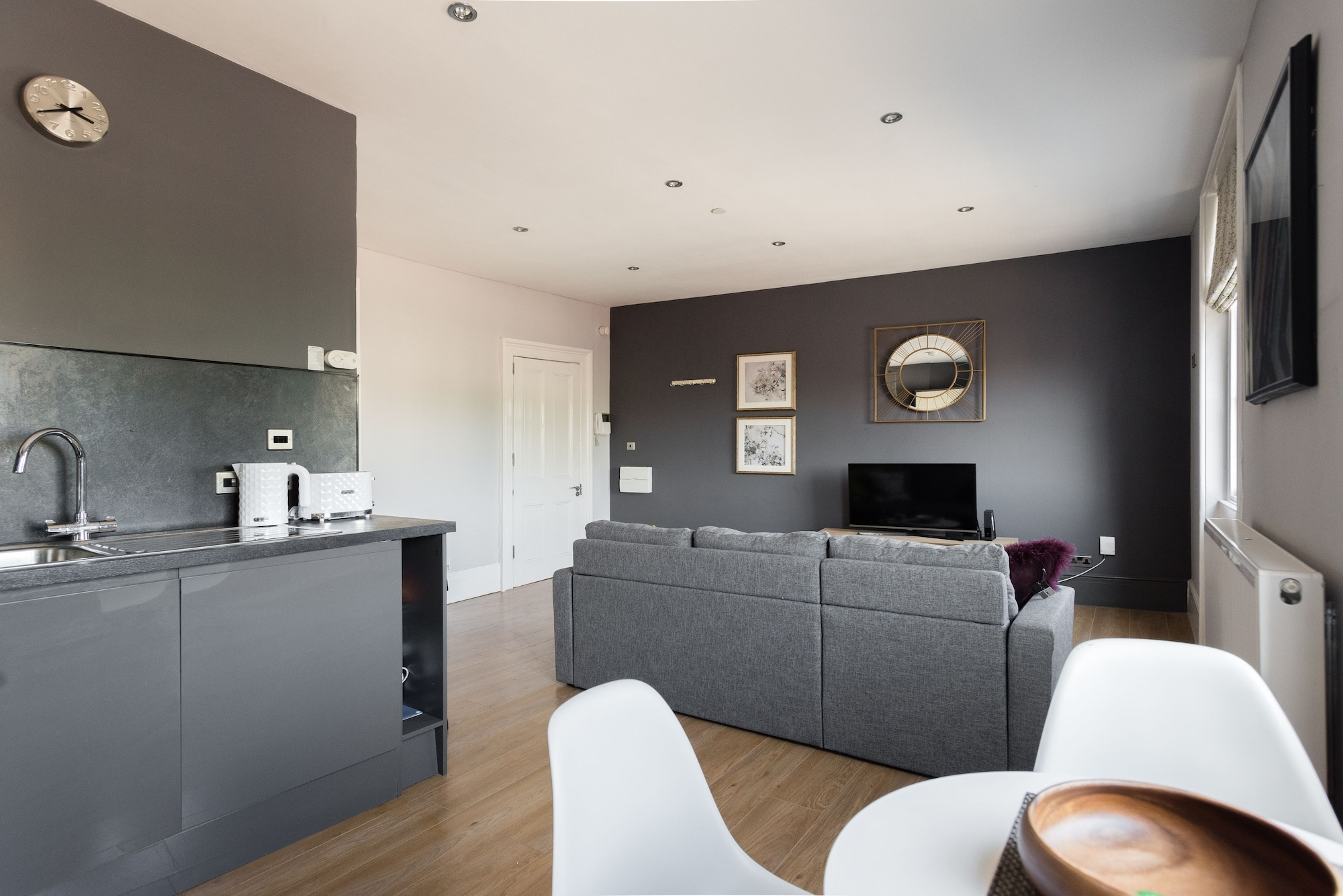 The Riverside Retreat - Modern & Stylish 1bdr Apartment in the Old City, Bristol