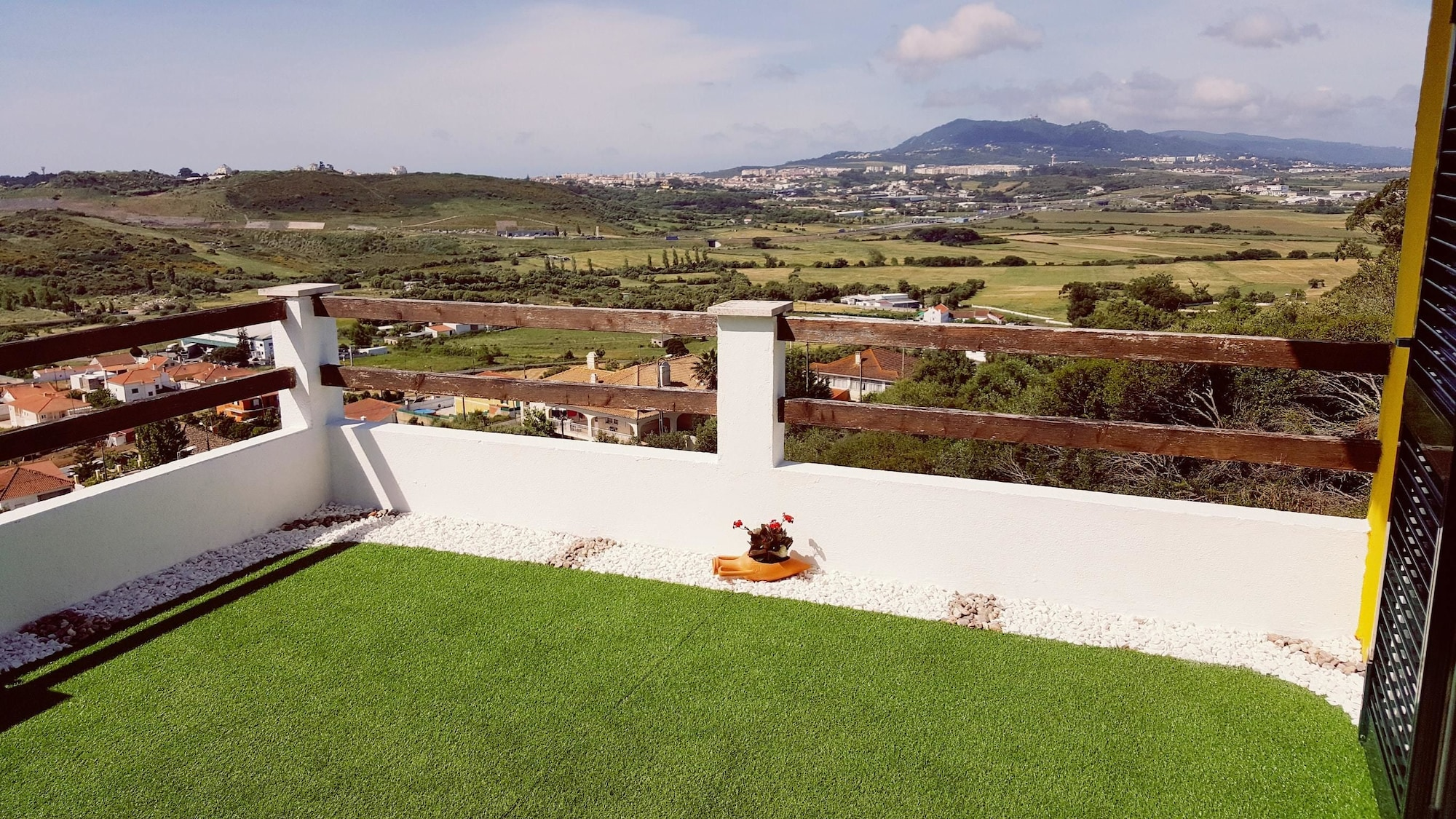 Villa With 4 Bedrooms in Algueirão Mem Martins, With Wonderful Mountain View, Pool Access, Enclosed Garden - 10 km From the Beach, Sintra