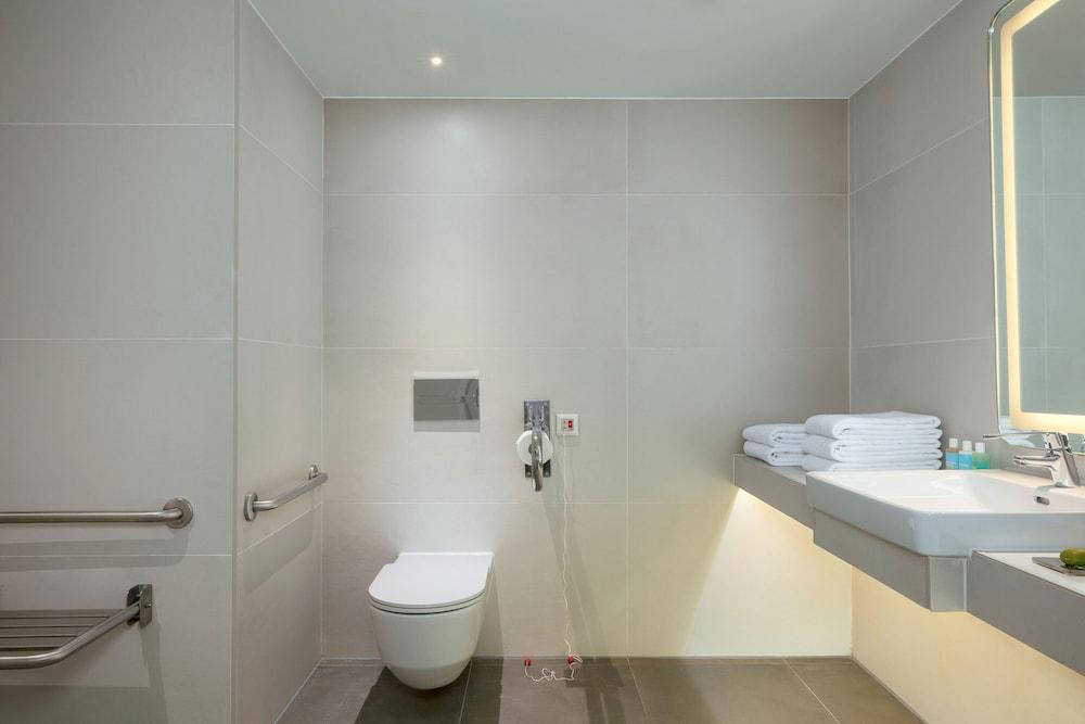 https://i.travelapi.com/hotels/38000000/37500000/37499000/37498980/86ee139a_z.jpg