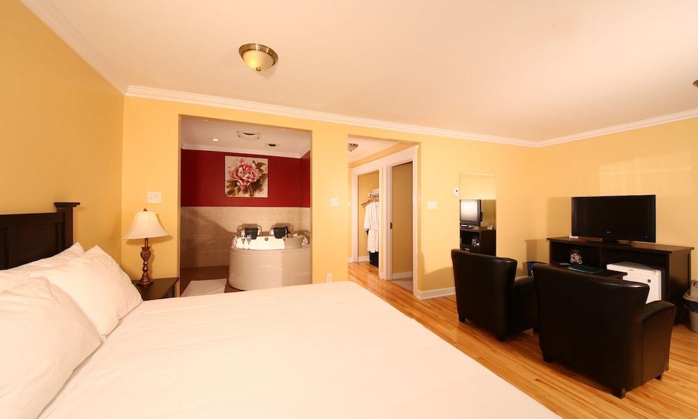 https://i.travelapi.com/hotels/38000000/37640000/37635400/37635348/b0754dd0_z.jpg