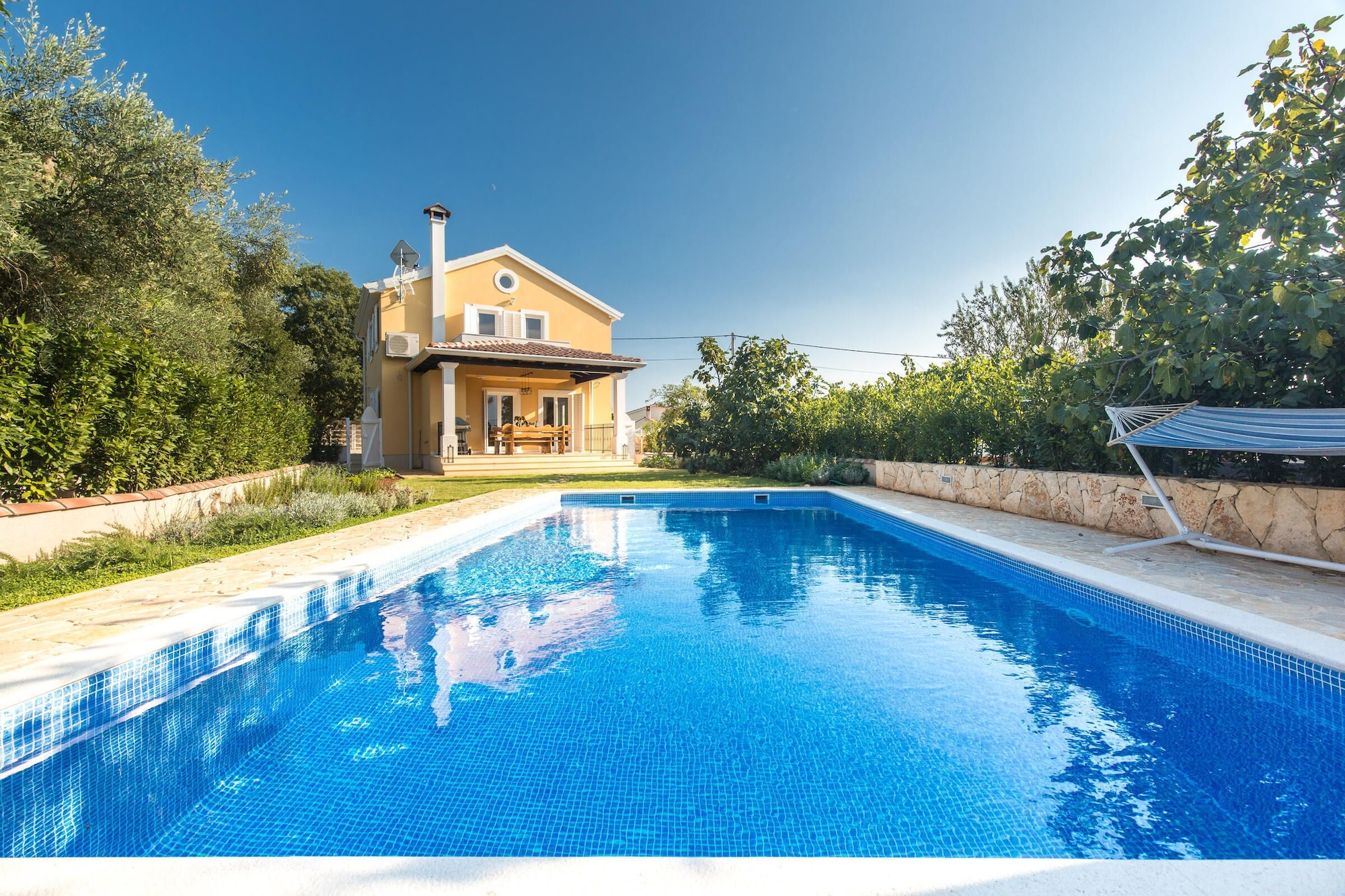 Villa Stella with pool, Malinska-Dubašnica
