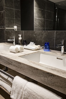 HOTEL ROYAL CLASSIC OSAKA Bathroom Sink