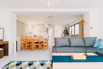 HIGOBASHI AFP LUXURY APARTMENT Living Area