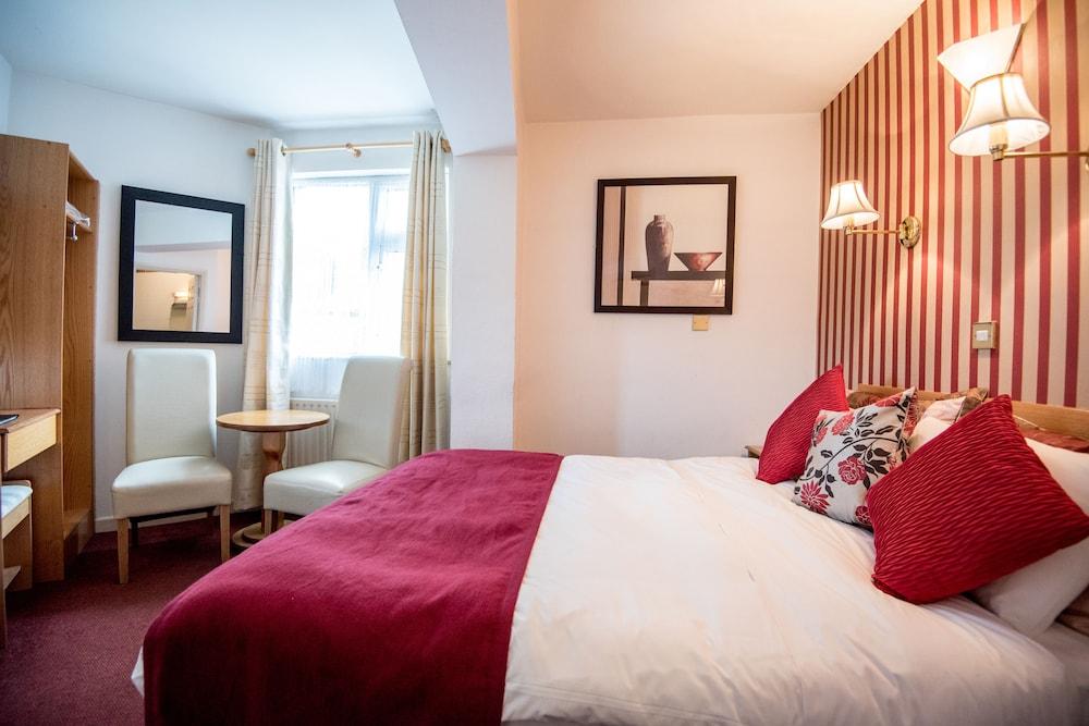 https://i.travelapi.com/hotels/38000000/37740000/37733100/37733031/3f6acf11_z.jpg