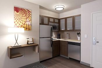 Studio Suite, 2 Queen Beds, Kitchen
