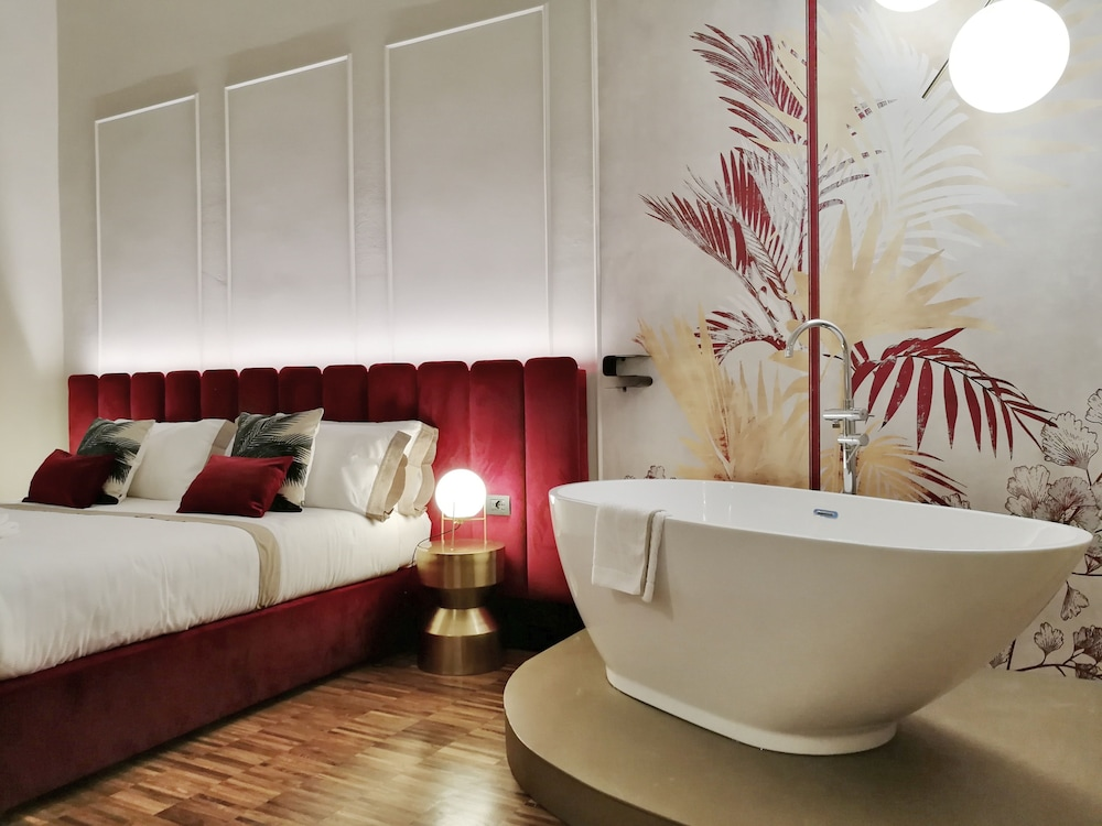https://i.travelapi.com/hotels/38000000/37800000/37794900/37794886/9ec32fb1_z.jpg