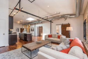 Luxurious Million-dollar Condo w/ Perfect Location