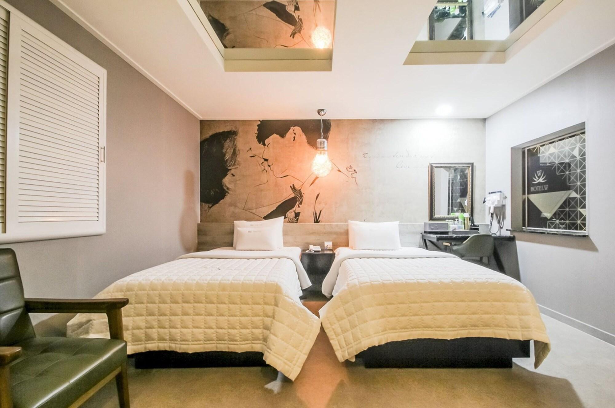 Ulsan Namgu W Motel, Jung