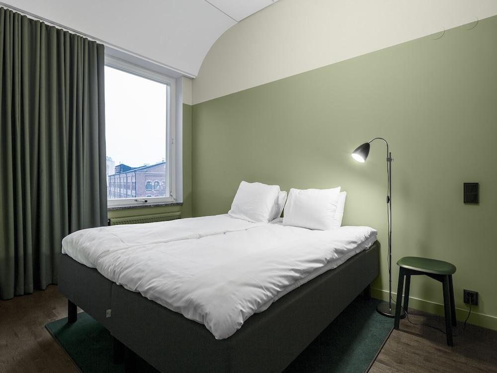 https://i.travelapi.com/hotels/38000000/37860000/37857500/37857492/1545e722_z.jpg