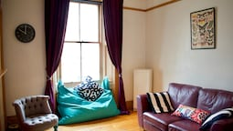 Colourful 1 Bedroom Apartment In City Centre